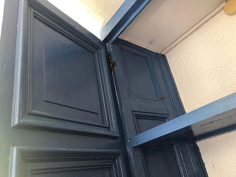 Tuerzargen als Seitenwände beim Terrassenschrank
