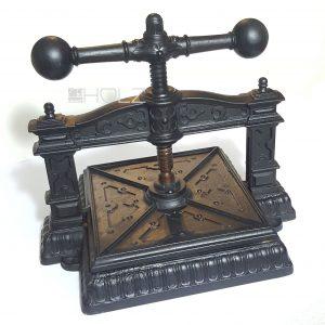Buchpresse antik alt Gusseisen Gründerzeit Historismus schwarz