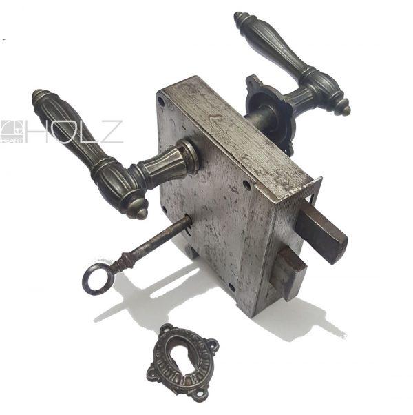 Kastenschloss antik Eisen mit Türdrücker Rosette Schlüssel alt