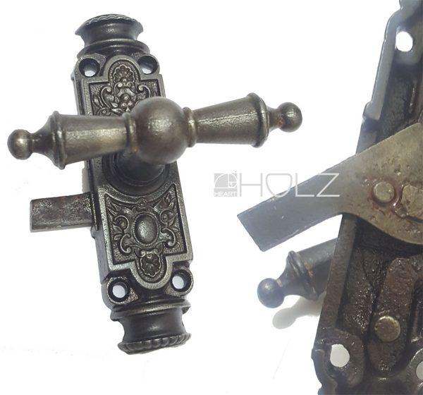 Basküle Fensterolive antik mit Getriebe und Einreiber Links